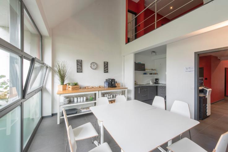 bureau louer embourg location cp 4053. Black Bedroom Furniture Sets. Home Design Ideas
