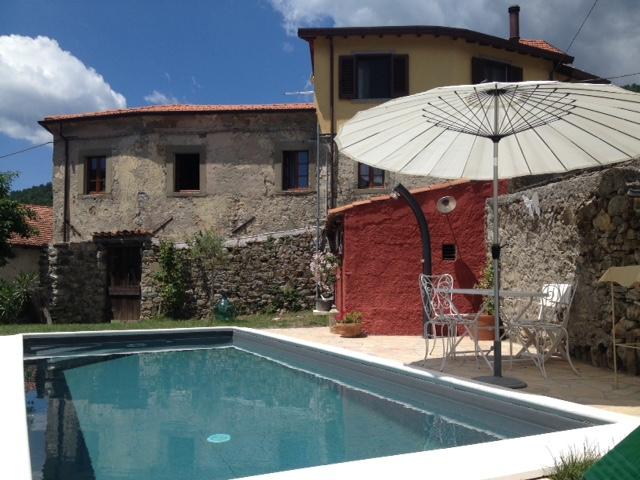 Maison  Personnes Authentique Avec Piscine En Toscane  Fivizzano