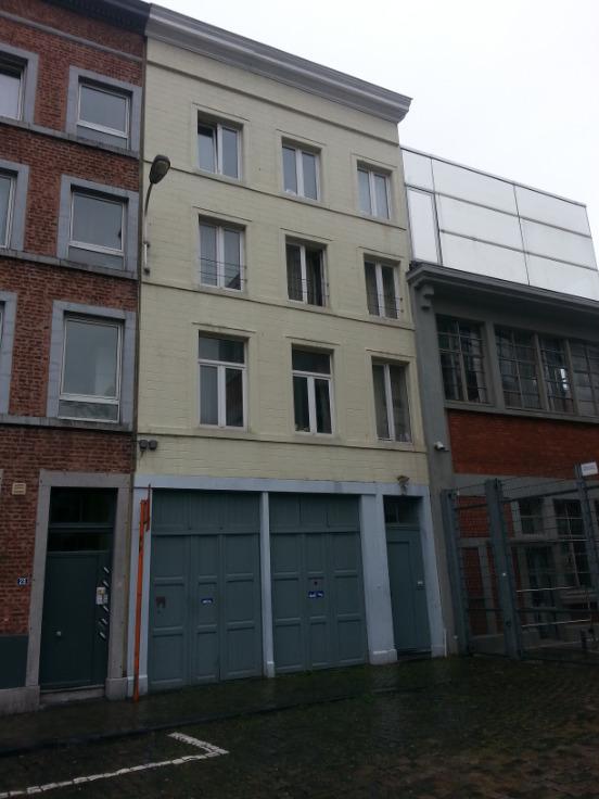 Garage louer li ge province for Garage interieur a louer