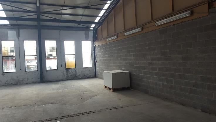 Garage louer li ge province for Entrepot garage a louer